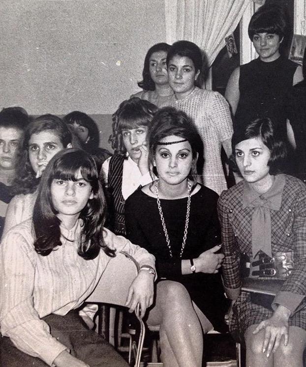 Benim 'ikon annem' Jülide Örnek (ortada), Sezen Cumhur Önal'ın müzik dersinde arkadaşlarıyla.