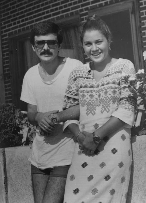 """Modacı Asli Filinta'nın annesi Esin Hanım, """"80'li yıllarda Adana'da çok sosyal bir hayatım vardı. Balolar, davetler, gazinolar…"""" diyor, modaya da düşkün."""