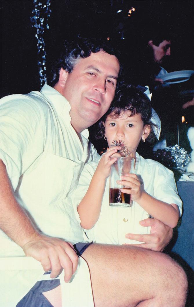 Pablo Escobar, uğruna paraları yaktığı, ata kanat taktırdığı kızıyla.