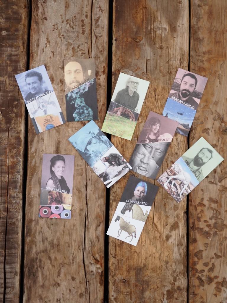 Sanatçılar için özel kartlar yaptırılmış.