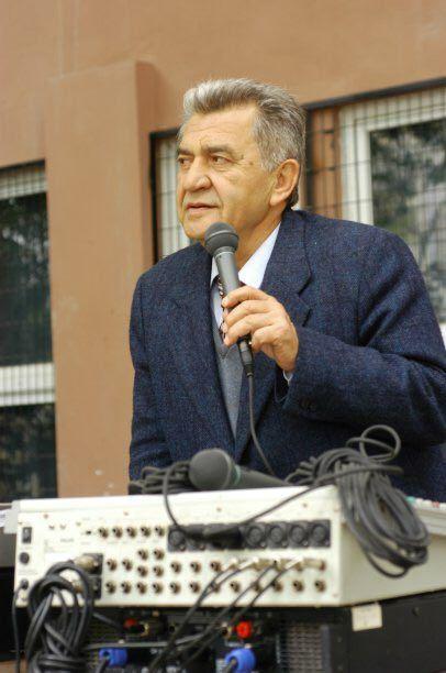 Ben yazıyı yazdıktan geldi bu fotoğraf, bizim dönemimizden, Ünsal Oskay'ın öğrencilerinden biri olan İsa Arslan'dan.