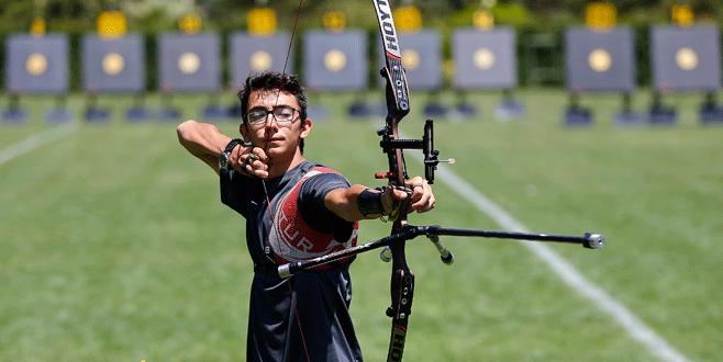 Okçu Mete Gazoz, Olimpiyat takımındaki en genç sporcu, 17 yaşında.