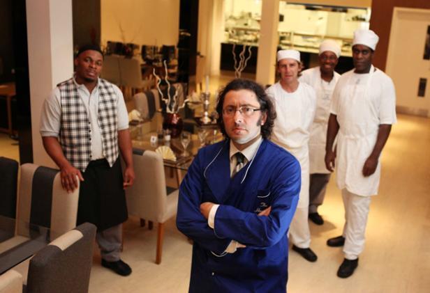 Alberto Crisci, restoran çalışanlarıyla.