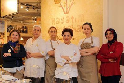 Hayatım Yeni Bahar kadınlarından bir grup.